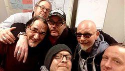 Selfie im Studio mit Eddie Mc Grogan (2. von re.) und der Band 24 Ours