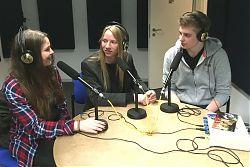 Nele Davids und Coraghessan Steinbach mit Studiogast Ludger