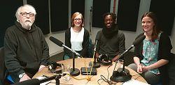 Moderator Volker Maria Hügel mit den Studiogästen Stefanie Glasmeier, Freddy Kika und Merle Heitkötte