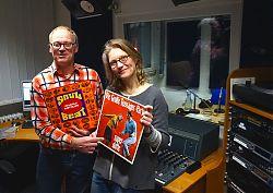 Ralf Clausen und Uschi Heeke mit zwei der vorgestellten Platten