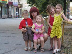 Fl++chtlingsfamilie aus Lugansk, Albina mit ihren vier Kindern