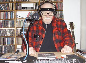 Moderator VMH in seinem Heimstudio.