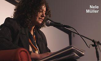 Autorin Nele Müller liest beim MIXDOWN aus ihren Texten. (Foto: Steffi Köhler)