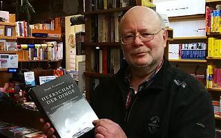 Spricht zum Abschied mit dem LeseWurm: Buchhändler Horst Bilke. (Foto: Volker Stephan)