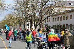 Proteste gegen die Militärübung der NATO, vor der Manfred von Richthofen-Kaserne in Münster. (Foto: Jan Große-Nobis)