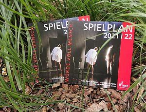 Das Programm der nächsten Spielzeit am  Wolfgang Borchert Theater liegt vor. (Foto: WBT)