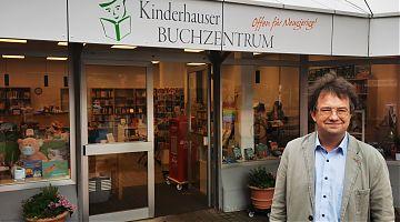 Christopher Görlich hat das Kinderhauser Buchzentrum übernommen. (Foto: Volker Stephan)