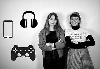 """Die Moderatorinnen Johanne Burkhardt und Amélie Becker werfen bei """"Riot Rrradio"""" einen feministischen Blick auf die Popkultur. (Foto: Redaktionsgruppe)"""