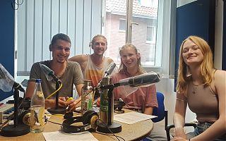 """Steffen, Mattis, Mali und Hanna sind das Team für """"Radio for Future"""" im September. (Foto: Fabian Lickes)"""