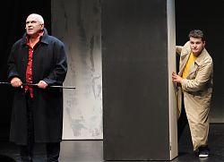 """Aleksandr Zaitcev und Andrei Blazhelin vom Drama Theater Rjasan bei der Probe zu """"Die Schroffensteins - Eine Familienschlacht"""""""