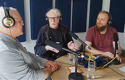 Moderator Volker Maria Hügel (Mitte) mit Andreas Eul und Joachim Bothe von MAMBA