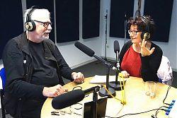 Moderator Volker Maria Hügel und Pfarrerin Alexandra Hippchen