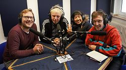 Moderator Dennis Welpelo (links) mit Bodytalk im Studio: Rolf Baumgart, Yoshiko Waki, Max Körner (Foto: Gabi Fortak)