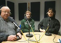 """Moderator Gotwin Elges mit Nicole und Ernst vom Orgateam für """"Fridays for Future"""" in Münster. (Foto: Klaus Blödow)"""