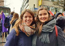 Zarah Rietschel und Marisa Uphoff beim Frauen*streik 2019 in Münster. (Foto: Marisa Uphoff)