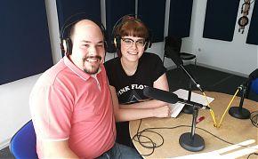"""Oli und Frauke moderieren die erste Sendung von """"Care on air"""" 2019."""