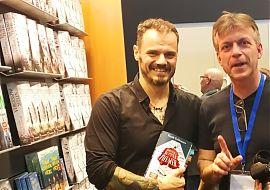 Spricht im LeseWurm über seine Sachsen-Satire: Autor Frank Goldammer (links), hier mit Moderator Volker Stephan. (Foto: Volker Stephan)