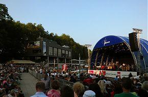Auch auf der Bühne der Aaseerenaden soll dem Woodstock-Festival gehuldigt werden (Archivbild: Ralf Clausen)