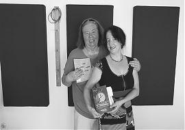 Renate Rave-Schneider mit Autorin Andrea Timm.