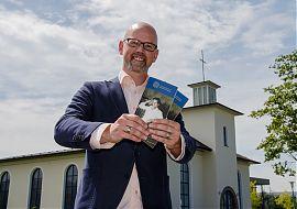 Anders als auf diesem Archivbild stellt Tim Eberhardt in der Sendung das neue Programm der Friedenskapelle für die Spielzeit 2019/20 vor