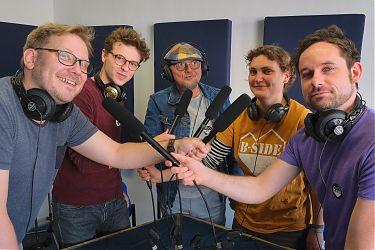 v.l.n.r. Dennis (Moderation); B-Side-Team: Ben, Burkhard, Greta und von der Initiative moNOkultur David (Foto: Achim Hennecke)