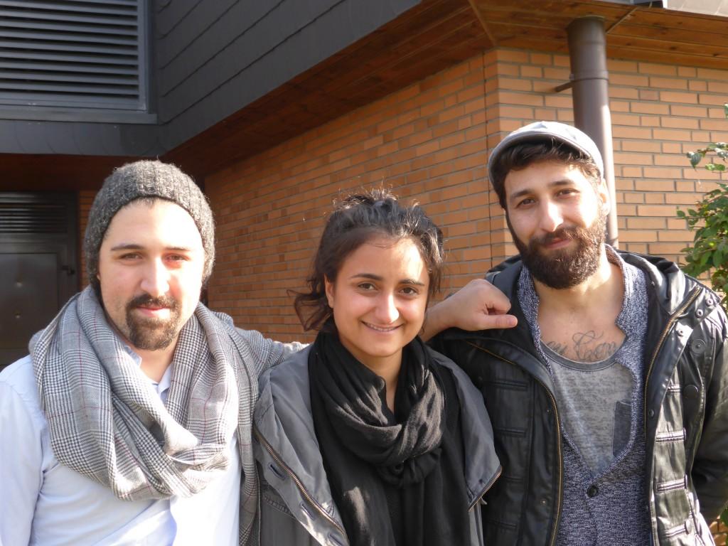 Die Schauspieler (v.l.): Faris Metehan Yüzbaşioğlu, Sibel Polat, Harun Çiftçi